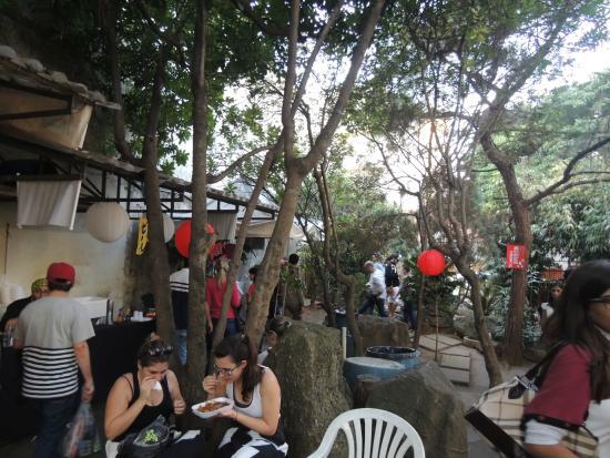 """mini jardim oriental:Jardim Oriental: O jardim é só essa pequena """"praça de alimentação"""