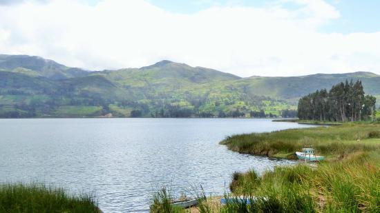 Andahuaylas, Peru: Paisaje con vista a la laguna de Pacucha
