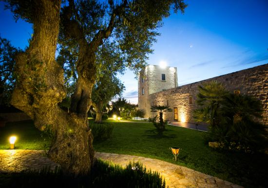 Casale San Nicola Banqueting & Resort: Il Casale by night
