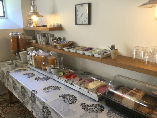 Hotel Varend: Breakfast spread