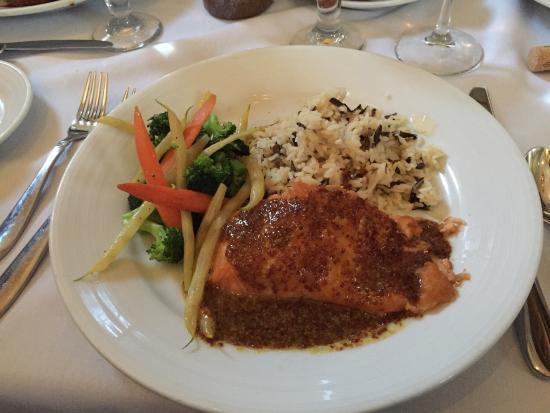 แลมเบิร์ตวิลล์, นิวเจอร์ซีย์: Lamb chops, chicken & ribs and the salmon