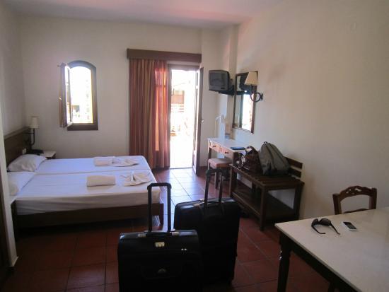 Omega Platanias Hotel Village: huone