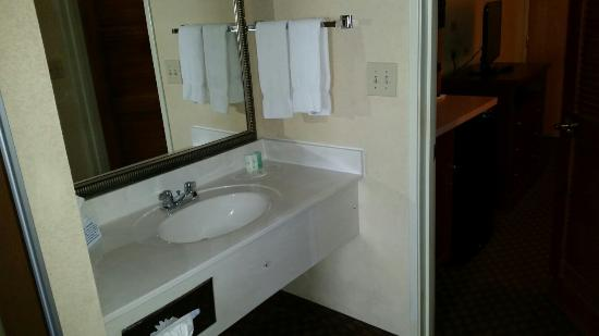 Comfort Suites San Antonio at Rittiman: 2 room suites with 2 queen beds.
