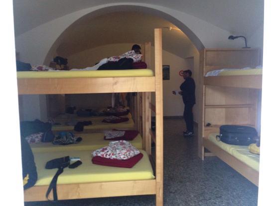 Hotel Montarina & Backpackers Hostel: Camera con letti a castello