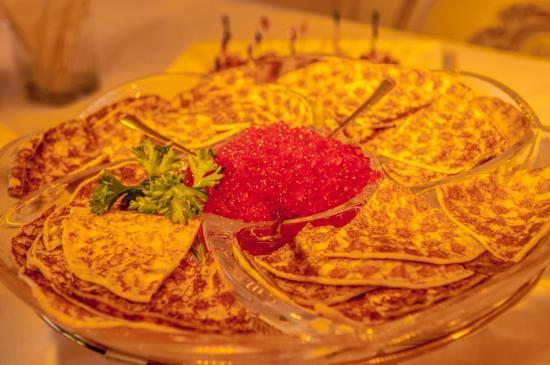 Elite Grande : russian blini with red caviar