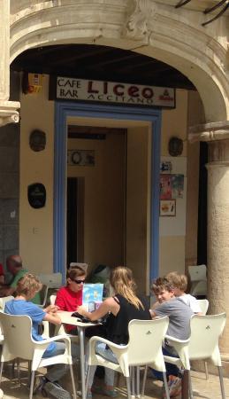 Restaurante Cafe-Bar Liceo Accitano: lunchen op een prachtig plein