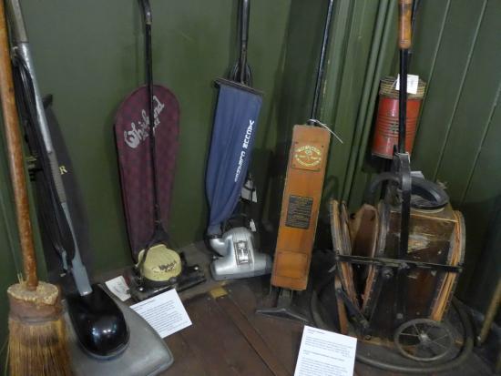 Cambridge and County Folk Museum : первые пылесосы