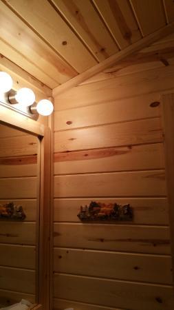 Snake River Park KOA and Cabin Village: PRIVATE BATHROOM