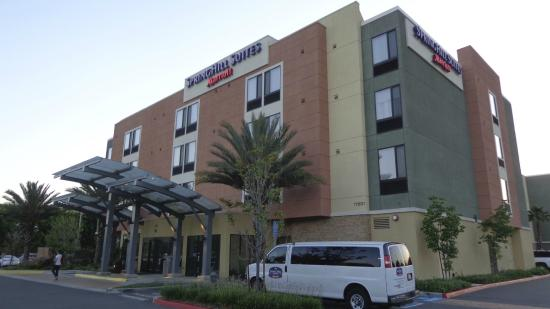 SpringHill Suites Irvine John Wayne Airport/Orange County: Front view from car park
