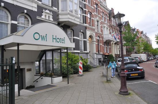 Owl Hotel: L'entrée de l'hotel