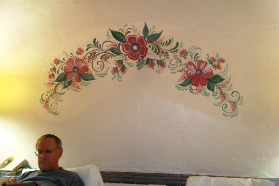 Best Western Mission Inn: Art over bed