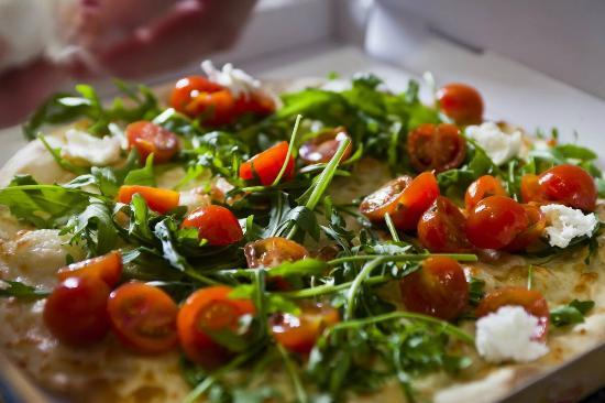 Pizzeria Casavostra: Pizza casavostra com rúcula e tomate da nossa horta