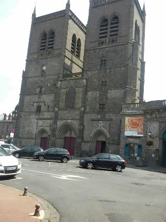 ‪Cathedrale Saint-Pierre‬