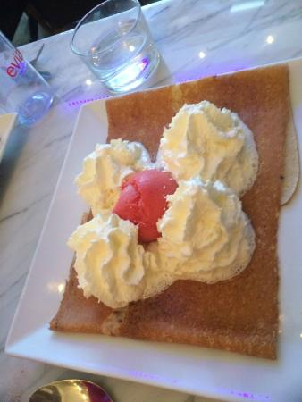 Crepe Avenue: Dessert crepe with strawberry sorbet