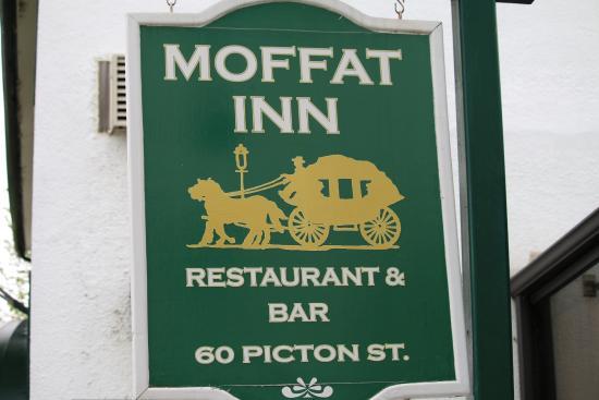 Coach & Horses Pub : sign outside