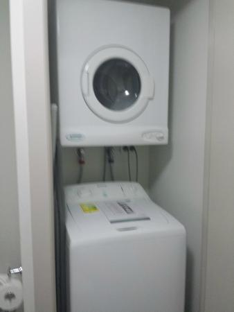 Quest Docklands: washer and dryer