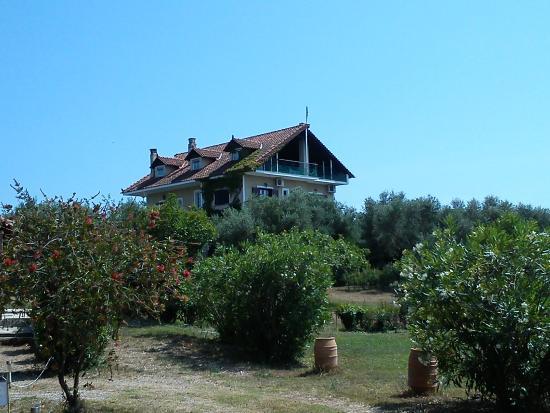 Villa Georgina: Hotel vom Parkplatz aus gesehen
