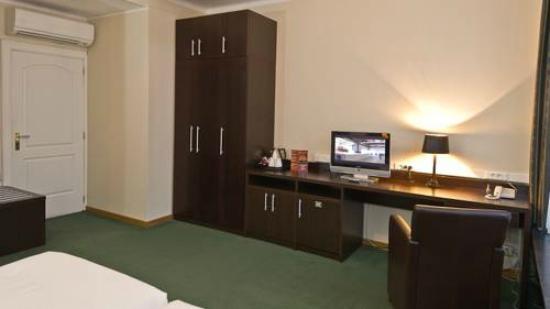 Hotel Plasky : habitacion modesta