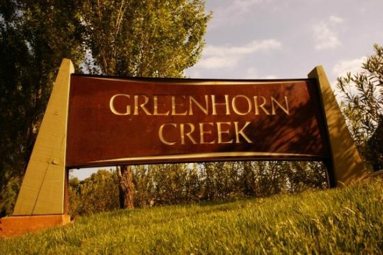 Angels Camp, Califórnia: Greenhorn Creek Golf Resort entry sign