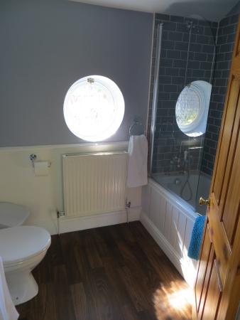Lugwardine, UK: Spotless Bathroom