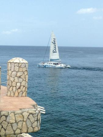 Home Sweet Home Resort: All inclusive boat heading to Rick's Cafe. We walked there...