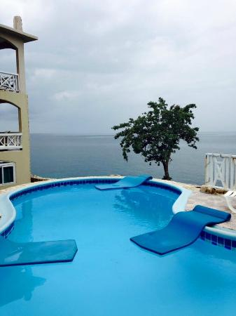 Home Sweet Home Resort: This pool has a beautiful new deck and is right next to the sea.