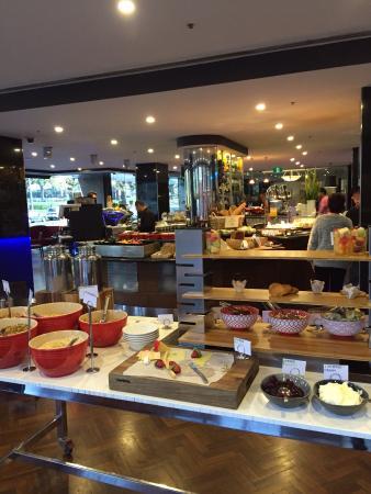 breakfast buffet - Radisson On Flagstaff Gardens Melbourne Review