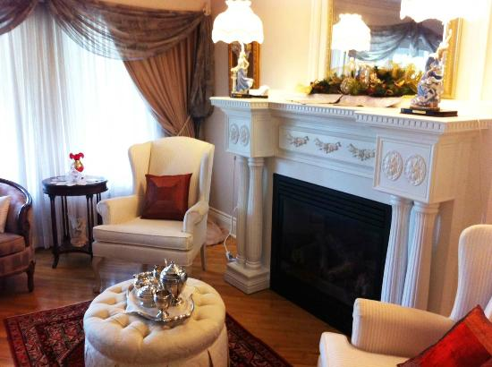 Les Diplomates B&B: Living room