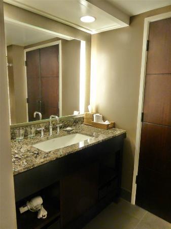 Hilton Hawaiian Village Waikiki Beach Resort: Bathroom Area In An Aliu0027i  Tower Room