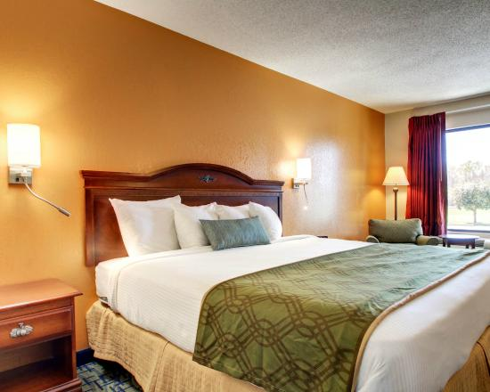 Rodeway Inn Meridian: Plush King-Sized Beds