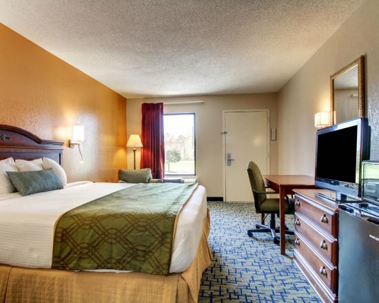 Rodeway Inn Meridian: Business amenities include a large work desk and free WiFi access