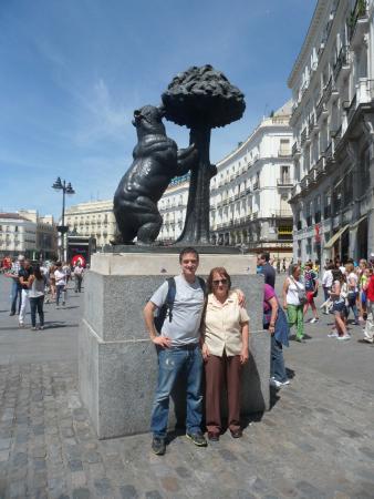 Junto al oso y el madro o picture of puerta del sol for Puerta del sol santiago