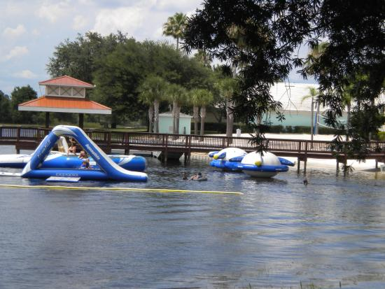 Crown Club Inn Orlando By Exploria Resorts: aqua park at lake