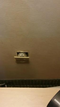 Ramada Glendale: Unsafe Dangling Outlet