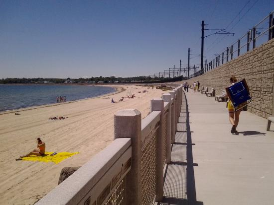 East Lyme, Коннектикут: Niantic boardwalk and beach..