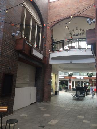 Chevron Renaissance Shopping Centre : Entrance