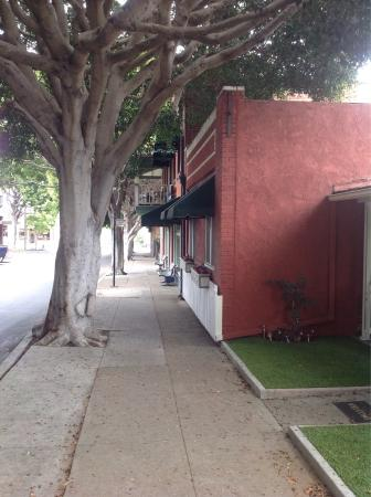 Second City Bistro: Very charming street