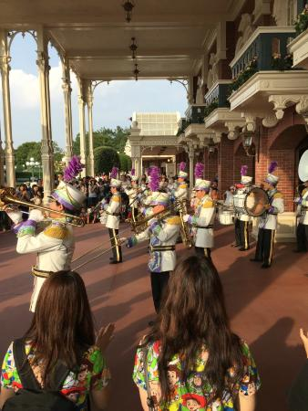 Tokyo DisneySea: The band playing wonderful music to the applause of audience