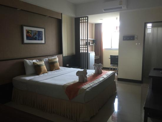 SakulchaiPlace Hotel: Spacious lovely room
