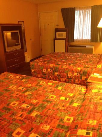 Econo Lodge: 2 Queen bedroom