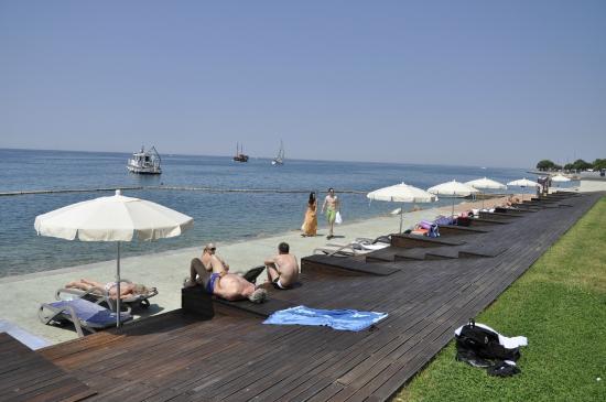 Grand Hotel Bernardin: Strand Bereich des Hotels