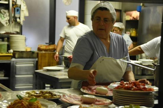 Trattoria La Casalinga: Nonna hard at work