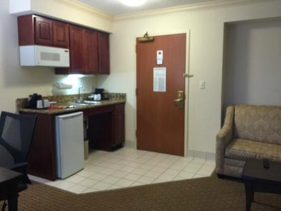 Holiday Inn Express Amherst-Hadley: Mini fridge, microwave, mini coffee maker