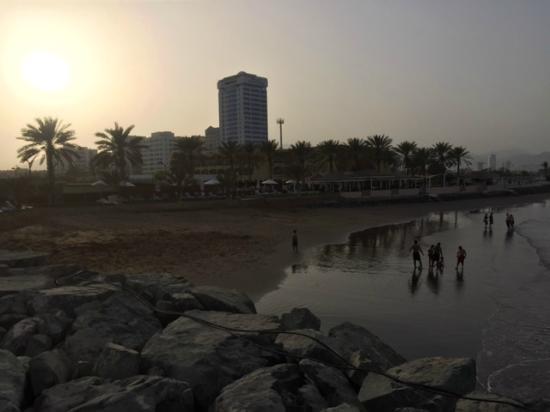 Hilton Fujairah Resort: Hotel and its beach