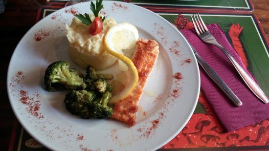Velha Gruta : Salmone patate e broccoli