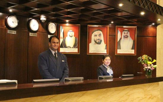 Al Diar Dana Hotel: Front Desk