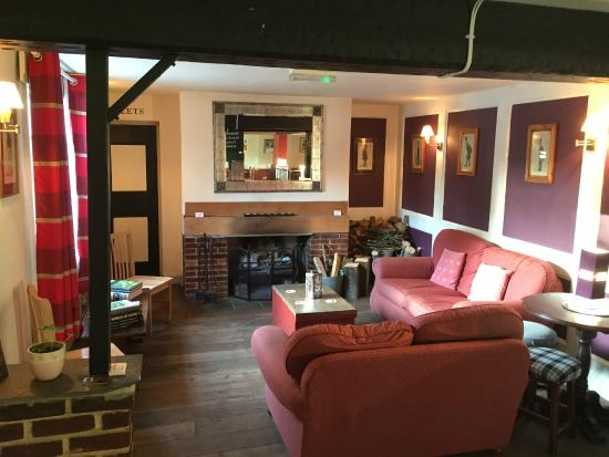 The Kings Arms: Enjoy a cosy evening in our snug