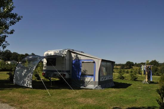 Vue de la piscine du camping les prairies de l 39 etang for Camping golfe du morbihan avec piscine