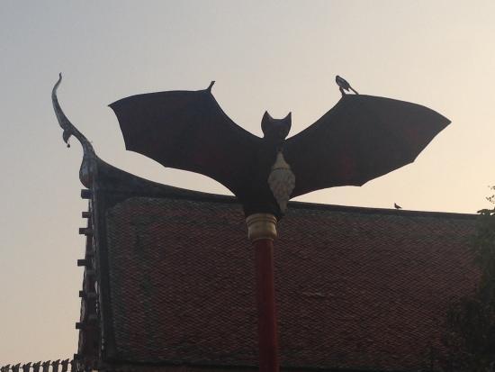 Photharam, Thailandia: Bat lampposts