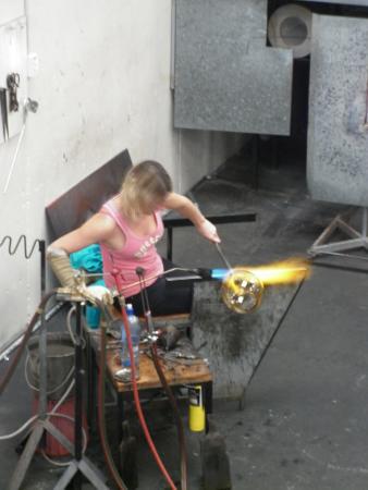 New Zealand Glassworks : Katie Brown At Work